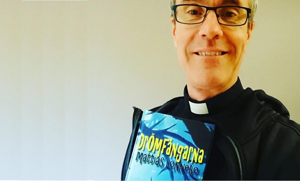 Mattias Lönnebo är prästen som skriver fantasy och science fiction