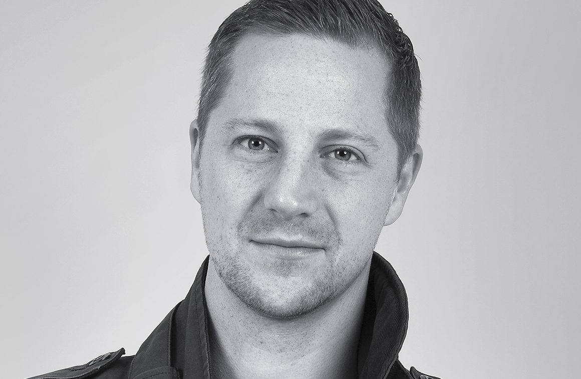 Andreas Ek gav ut sin debutroman på eget förlag