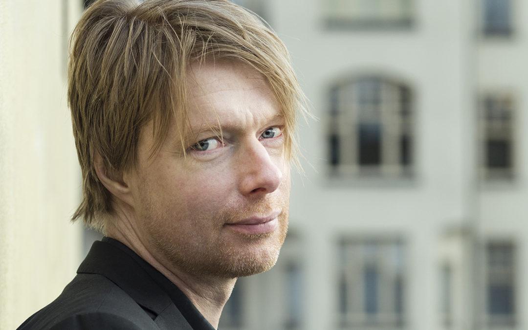 Peo Bengtsson väljer egenutgivning för sin diktsamling